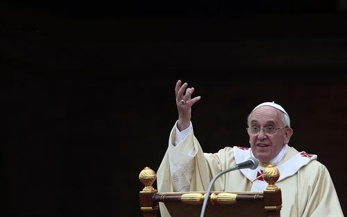 Bergoglio sobre negro