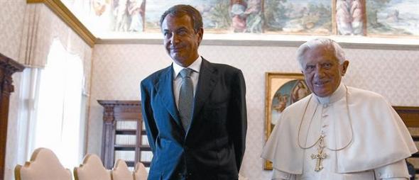 2010 Zapatero posa con el Papa, el 10 de junio, en el Vaticano. AP / BERNAT ARMANGUE-AFP / TONY GENTILE