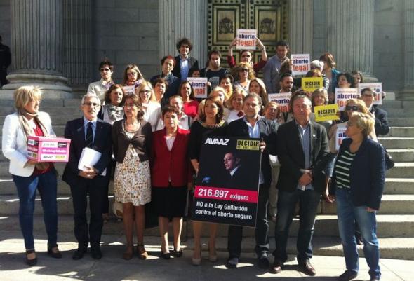 entrega firmas aborto Avaaz 2014