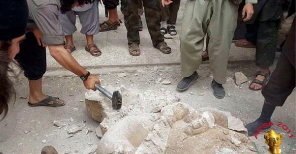 destrucción estatuas heréticas por Al Qaeda 2014
