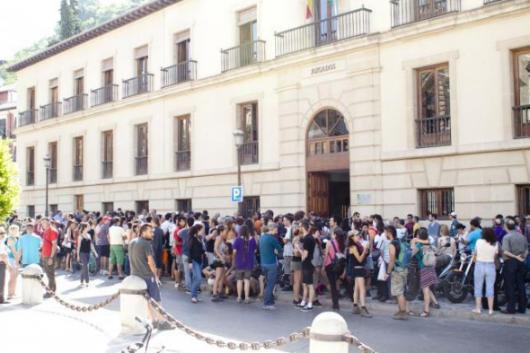 stop-represión Granada 2014