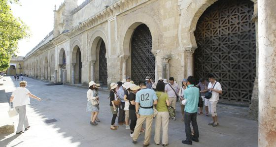 mezquita de Córdoba patio turistas