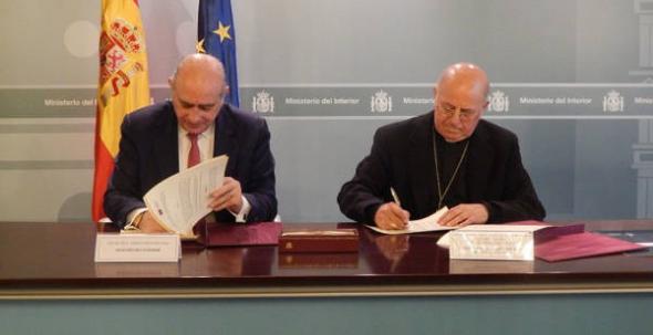 Firma convenio CIEs 2014
