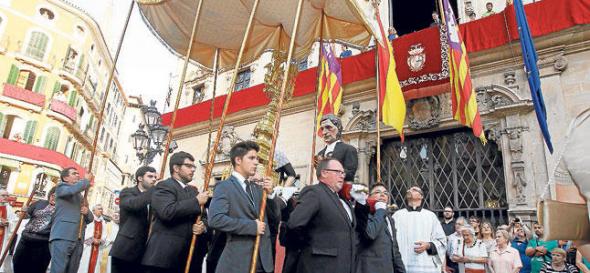 banderas arriadas Corpus Mallorca 2014