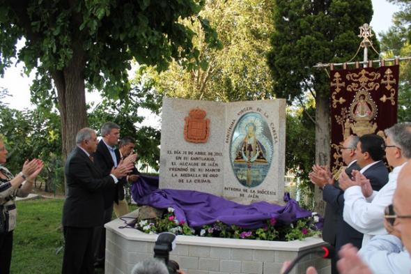 monolito Virgen Cabeza polideportivo Jaén