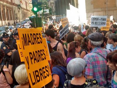 protesta aborto madres y padres libres 2014