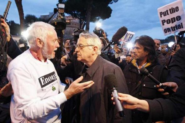 Victimas de curas pederastas desprecian a Lombardi- REUTERS