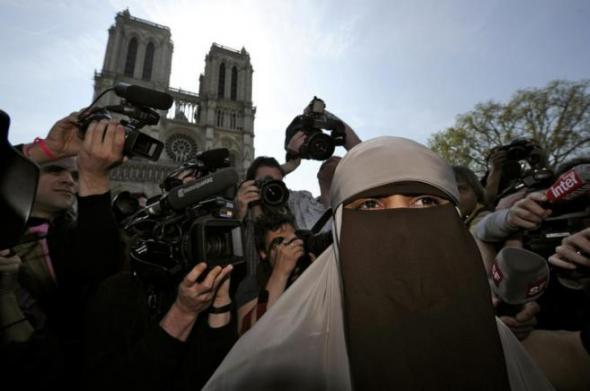 detenida niqab Francia 2011