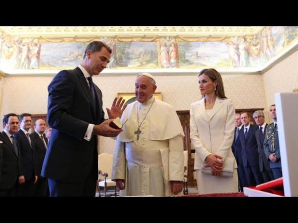Felipe VI y Letizia con Bergoglio 2014