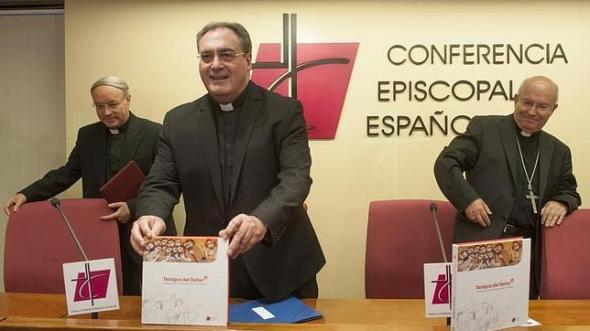 obispos presentan catecismo adolescentes 2014