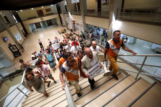 protesta capilla Historia Complutense 2014