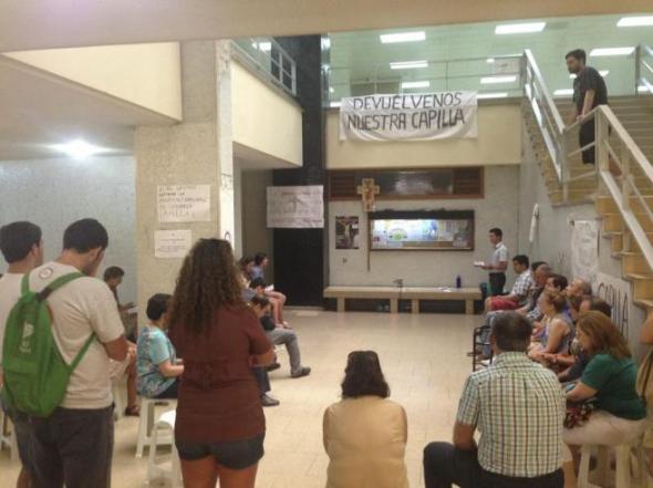 protesta rosario capilla Historia Complutense 2014