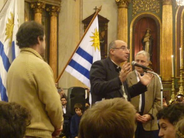 Jura Fidelidad Bandera en catedral Montevideo 2014