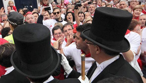 abucheos al alcalde procesión san Fermín Pamplona 2014
