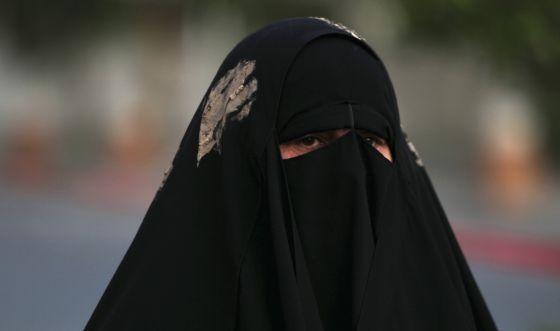 mujer con velo integral Irak 2014