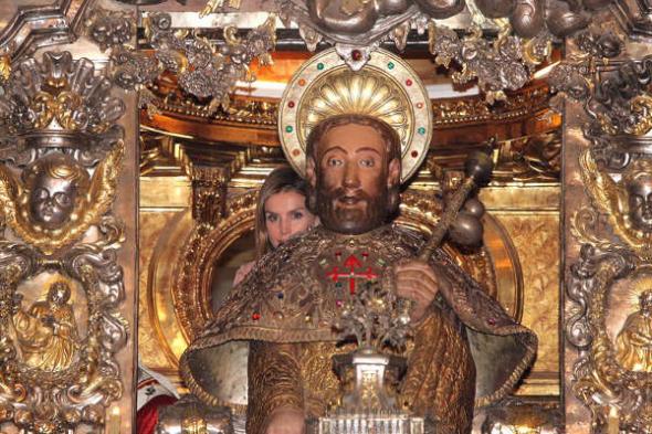 Felipe VI ofrenda Santiago 2014 Letizia