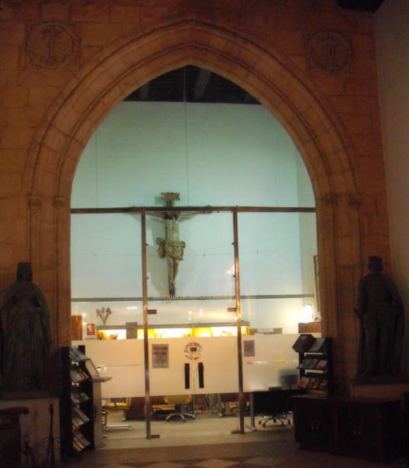 crucifijo Rectorado UGR 2014