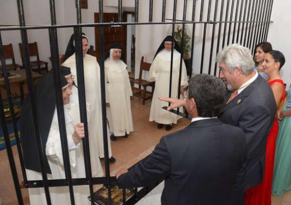 presidente diputación Burgos con monjas 2014