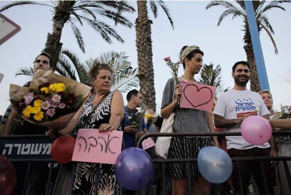 mani a favor boda mixta Israel 2014