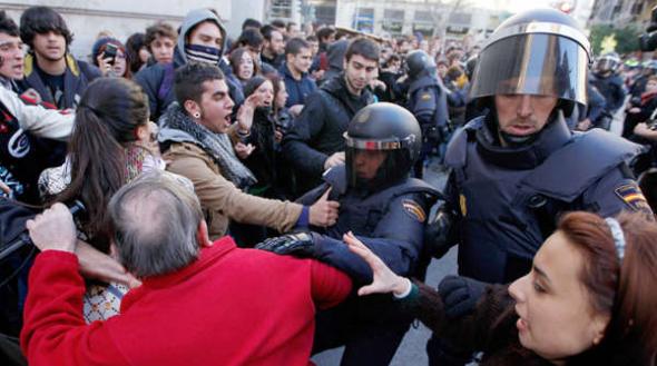 policía carga manifestantes Santiago visita Merkel 2014