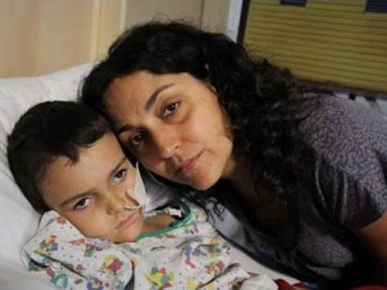madre testigo de Jehová saca hijo hospital 2014