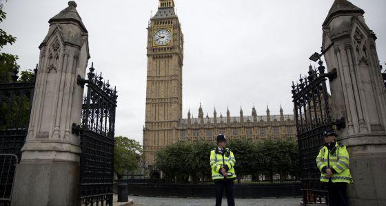 policía británica vigila Parlamento 2014