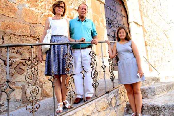 familia denuncia por negarle comunión a su hija