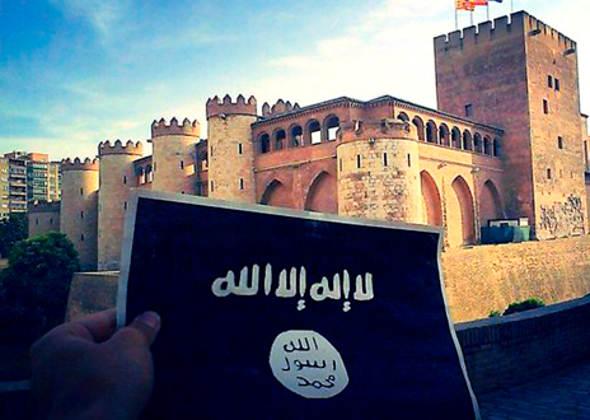 Aljafería de Zaragaoza con bandera del ISIS