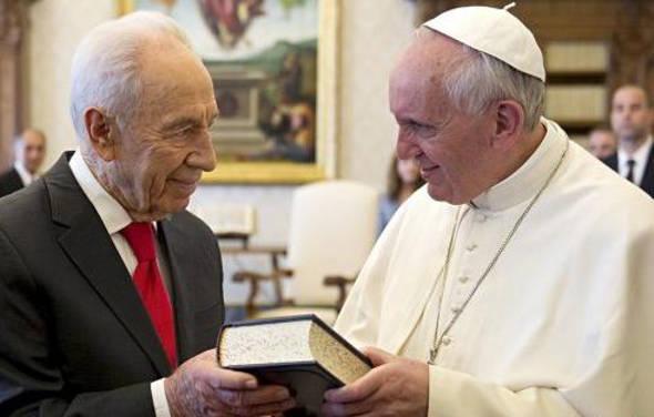 Bergoglio y Shimon Peres