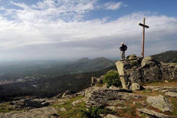 Cruz de Rubens sobre San Lorenzo del Escorial (Madrid)