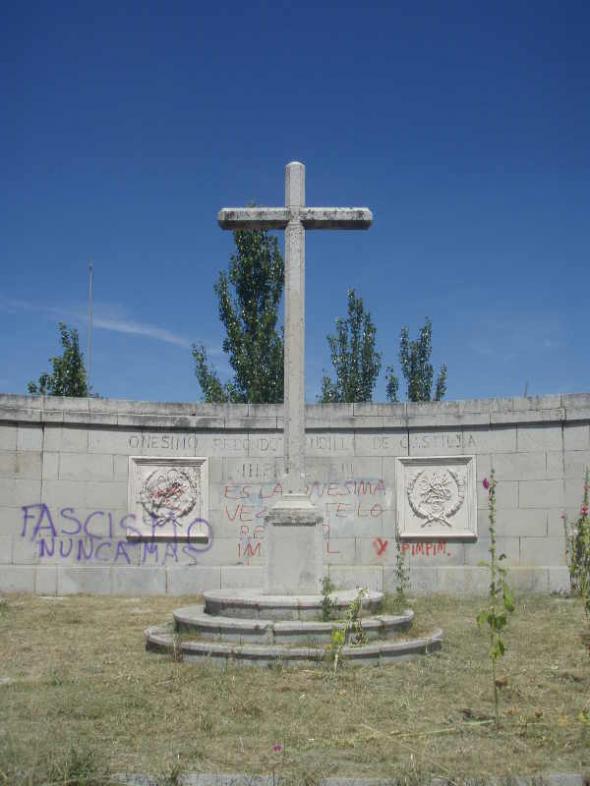 Cruz a Onésimo Redondo en Cerro San Cristóbal de Valladolid
