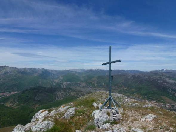 Cruz  en El Cueto de San Mateo en La Pola de Gordón (León)