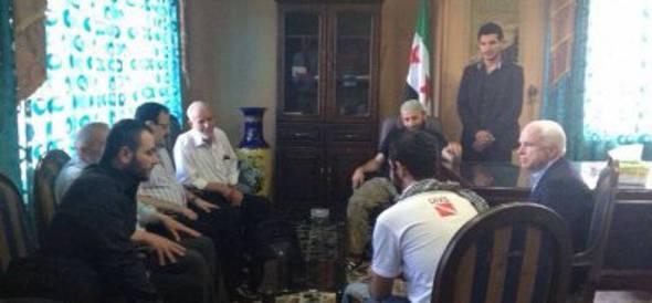 McCain_ USA con el califa ISIS