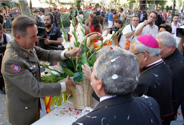 Ofrenda floral Virgen Angustias Granada 2014 ejército