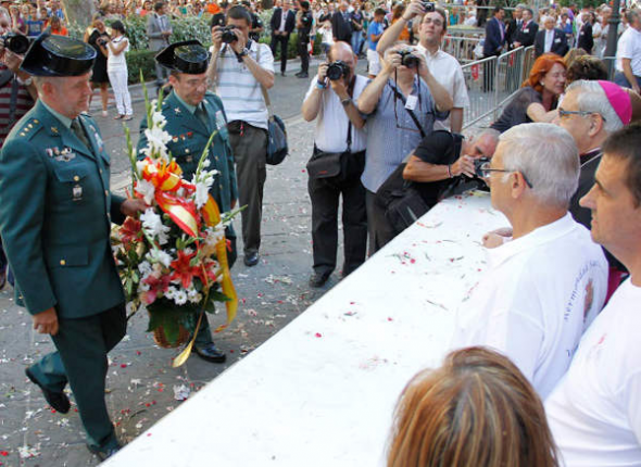 Ofrenda floral Virgen Angustias Granada 2014 Guardia Civil