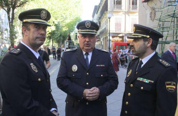 Ofrenda floral Virgen Angustias Granada 2014 Policía Nacional