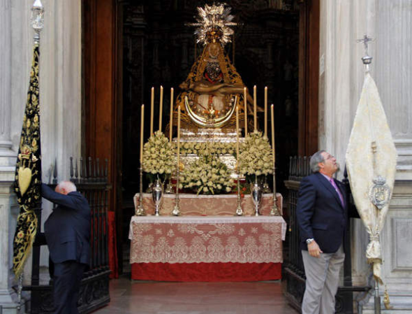 Ofrenda floral Virgen Angustias Granada 2014