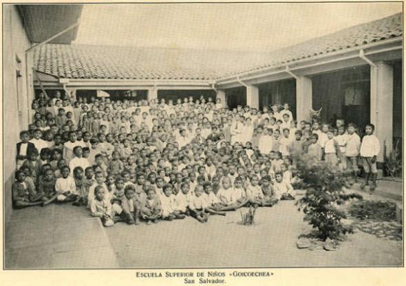Niños escuela Goicoechea en San Salvador