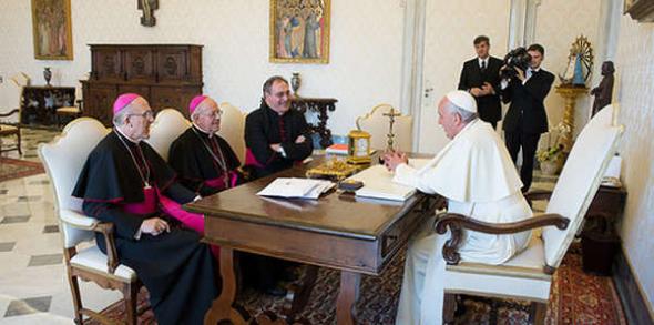 Bergoglio con Tamayo y otros obispos españoles 2014