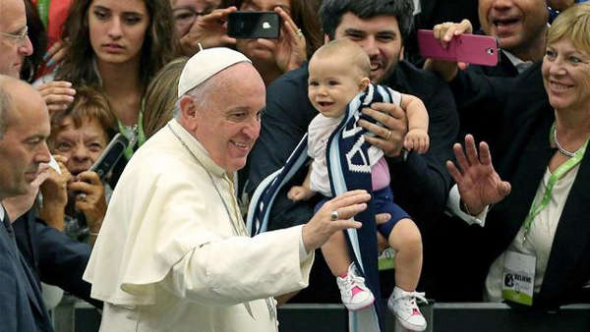 Bergoglio con familias Vaticano 2014