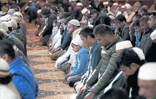 orando mezquita Manchester 2014