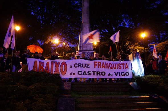 mani contra cruz de Castro Vigo 2014