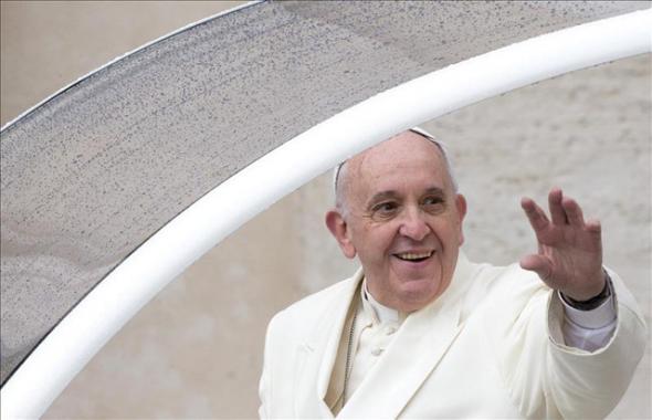 Bergoglio en papamovil