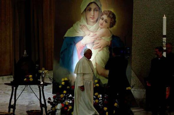Bergoglio ante la virgen