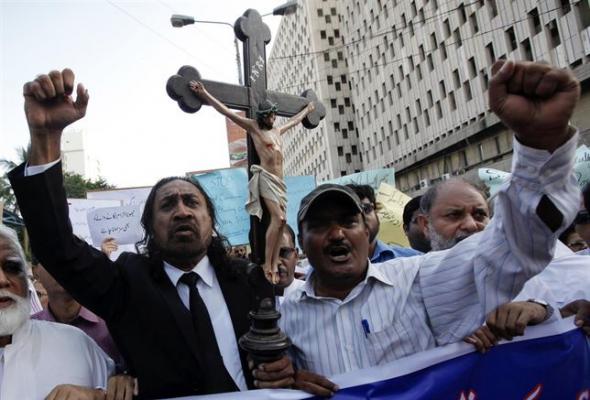 mani cristianos Pakistán 2014