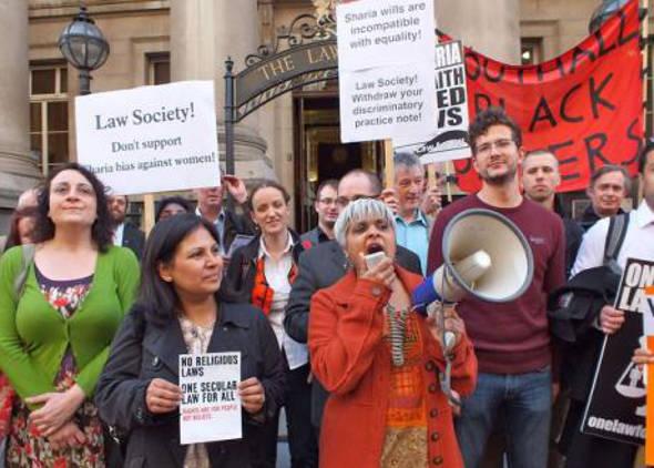 mani ante Law Society Londres