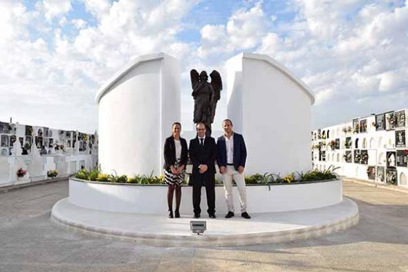 Cementerio Hinojos con ángel custodio 2014