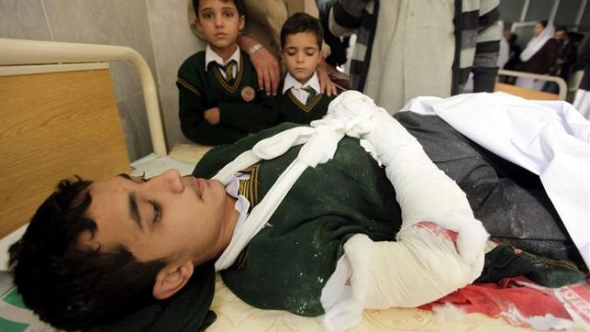 Talibanes atacan escuela Pakistán 2014