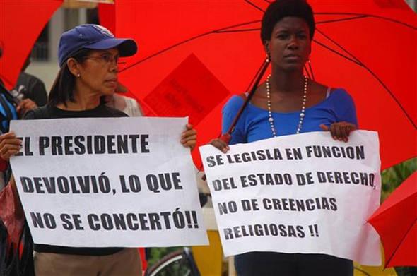 Dominicanas a favor aborto 2014