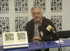 Víctor Moreno presentando su obra